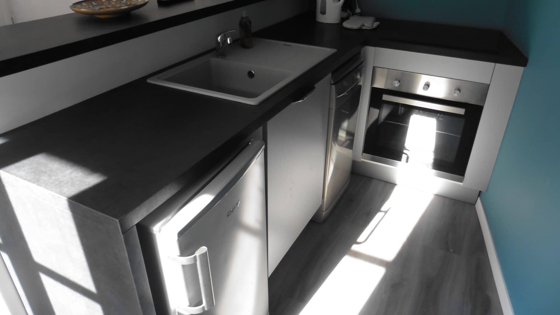 h l ne boucher cottage en rou libre. Black Bedroom Furniture Sets. Home Design Ideas